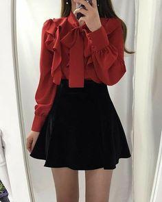Korean Fashion Dress, Ulzzang Fashion, Kpop Fashion Outfits, Girls Fashion Clothes, Clothes Women, Korean Outfits Kpop, Fashion Movies, Fashion Hacks, Fashion Tips