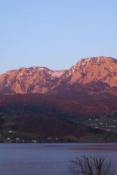 Coucher de soleil sur l'Attersee, Salzkammergut, Autriche #Austria #sunset Rando, Week End, Spam, Grand Canyon, Travel, Austria, Sun, Automobile, Flowers
