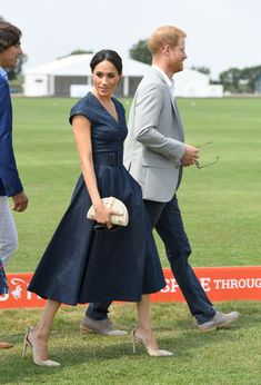 Meghan Markle made a fun, surprise appearance to support Prince Harry today at the Sentebale Polo match, wearing a denim Carolina Herrera resort dress, Aquazzura pumps, and carrying a J. Prince Harry Today, Prince Harry Et Meghan, Meghan Markle Prince Harry, Princess Meghan, Royal Princess, Estilo Meghan Markle, Meghan Markle Stil, Kate And Meghan, Harry And Meghan