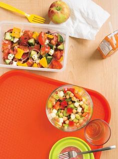 This simple Greek salad recipe makes for the perfect side dish or simply a light lunch. Healthy Recipes, Bean Recipes, Healthy Salads, Healthy Food, Free Recipes, Cooking Recipes, Ricardo Recipe, Chickpea Salad Recipes, Organic Recipes