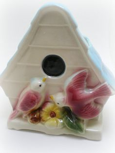 Lovebirds vintage ceramics   Looks like a wall pocket I need!