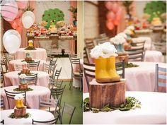 Decoração das mesas dos convidados para festa Peppa Pig.