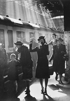 A woman bids farewell at Paddington Station in 1942 as her child is evacuated during the Blitz - by Bert Hardy.Black and white photography Vintage London, Old London, West London, Fotojournalismus, Diane Arbus, The Blitz, Photo D Art, London Life, British History