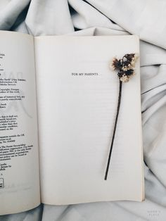 Book Quotes Love Romances Life Ideas For 2019 Tumblr Photography, Book Photography, Photography Portraits, Good Books, My Books, Tina Goldstein, Tumblr Hipster, K Wallpaper, Book Aesthetic