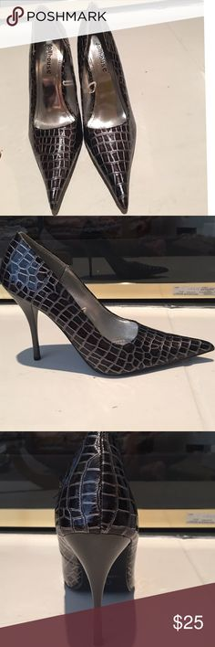 Dollhouse heels. Dollhouse snakeskin print bronze and gray heels. Size 7. 4 inch thin gray heel. Signs of very little wear. Great condition. Dollhouse Shoes Heels