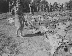 O susto da jovem alemã frente ao genocídio.Com o fim da guerra, os aliados obrigaram a população civil alemã a ver os corpos de judeus exterminados durante o holocausto.