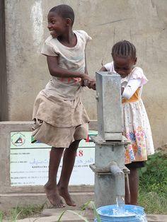 ( - p.mc.n.) Fetching water. Tanzania