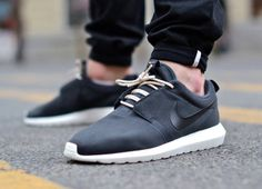 Nike Rosherun Natural Motion Volt & Black