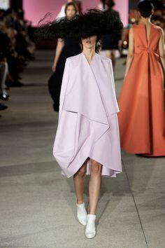 John Galliano Spring 2013 - He took basic silhouettes like a robe coat or opera dress and pumped up the proportions. Couture Fashion, Runway Fashion, Paris Fashion, Women's Fashion, High Fashion Dresses, Fashion Outfits, Opera Dress, Catwalk Models, Vogue