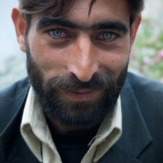 A man meet in fairy meadows Pakistan, he get's green eyes ! Face Drawing Reference, Art Reference Poses, Guys With Green Eyes, Pretty People, Beautiful People, Pakistan Photos, Pakistan Zindabad, People Photography, Face Photography