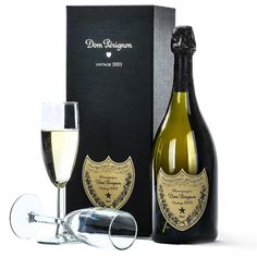 Moët Chandon Dom Perignon Champagne Brut Complete with gift box and leaflet. Champagne Toast, Champagne Bottles, Champagne Gift Baskets, Dom Perignon, Gourmet Gift Baskets, Veuve Clicquot, Moet Chandon, Wine And Spirits, Fine Wine