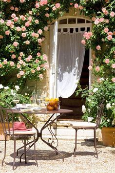 French country style is something like Provence plus shabby chic, it's refined and elegant, and is one of the best ways to decorate your outdoor space. Outdoor Rooms, Outdoor Gardens, Outdoor Living, Outdoor Decor, Garden Cottage, Home And Garden, Garden Villa, Garden Pool, Garden Table