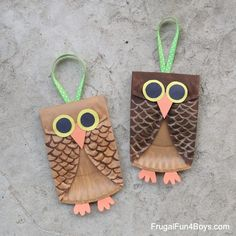 Super cute owl craft for kids! Use paper plates, paint, and construction paper to make an adorable owl. Use ribbon to hang the owl on a doorknob or similar. Mummy Crafts, Owl Crafts, Paper Plate Crafts, Paper Plates, Fall Sewing Projects, Fall Art Projects, Easy Fall Crafts, Fall Crafts For Kids, Fun Craft