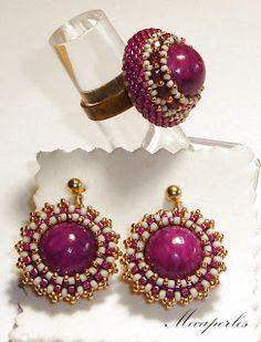 Mecaperles: Solitarios y Saturns Bead Jewellery, Beaded Jewelry, Jewelery, Beaded Necklace, Beaded Rings, Beaded Bracelets, Swarovski, Beads And Wire, Jewelry Crafts