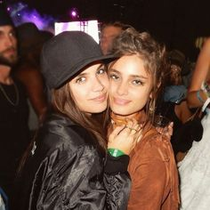 Sara Sampaio & Taylor Hill are the hottest best friend duo that you need to follow on Snapchat.