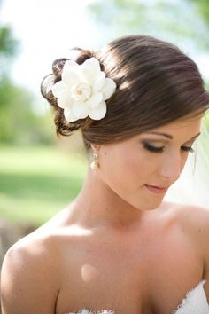 Gardenias have repeatedly come up in my life at significant times and this would be so sweet.  Gardenia flower hairpin | photography by http://www.simple-color.com/