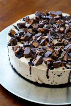 Peanut Butter Cup Overload No-Bake Cheesecake is for serious peanut butter lovers only! Loaded with creamy peanut butter and loads of peanut butter cups, this simple no-bake cheesecake is a peanut butter lover's dream! Easy No Bake Cheesecake, No Bake Desserts, Delicious Desserts, Yummy Food, Baking Desserts, Frozen Desserts, Sweet Desserts, Yummy Yummy, Baking Recipes