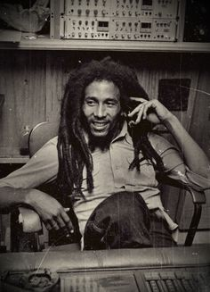 Hey Bobby Marley sing something good to me..this world go crazy, is an emergency
