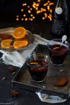 Pour continuer sur la lancée des recettes festives aujourd'hui je vous propose la recette du vin chaud qu'on trouve traditionnellement sur les marchés de noël, ce vin chaud est très facile à réalis...