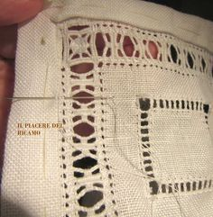 The Pleasure embroidery: Tutorial for a doily with sfilature Hardanger Embroidery, Diy Embroidery, Cross Stitch Embroidery, Embroidery Patterns, Stitch Patterns, Drawn Thread, Thread Work, Diy Headband, Embroidery Techniques