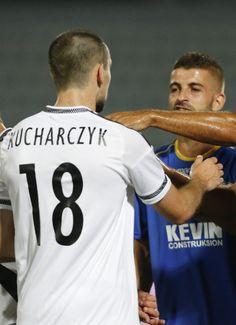 """Gwiazdor Albańczyków załamany. """"Najgorszy moment w mojej karierze"""". http://sport.tvn24.pl/pilka-nozna,105/renato-malota-z-fk-kukesi-najgorszy-moment-w-mojej-karierze,564775.html"""