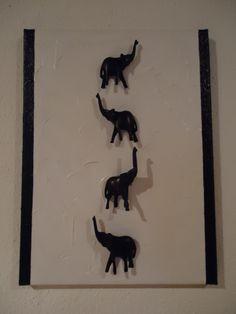 handgeschnitzte Elefanten auf Acryl und Keilrahmen.