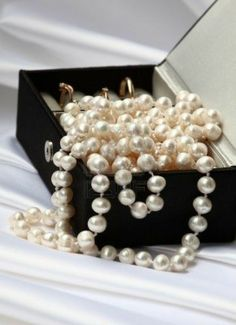 Black Jewelry, Pearl Jewelry, Jewelry Box, Jewellery, Pearl Necklaces, String Of Pearls, Pearl And Lace, Gold Rings, Black Rings