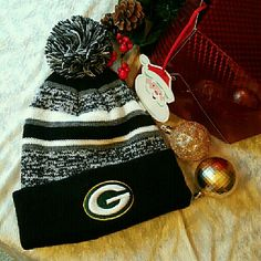 Green Bay Packers Beanie Bundle Brand new. Gold & black Accessories Hats