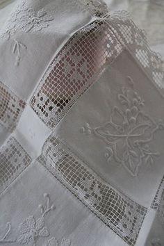 「レースとエンブロイダリーのクロス 」 ココン・フワット Coconfouato [アンティーク&雑貨] アンティーククロス アンティークファブリック アンティークテキスタイル ファブリック レース --cloth--