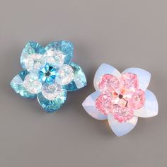 Swarovski flower tutorial. Uses heart-shaped beads for the flower petals. Site is not in English, but Google Translate is available. Turn hearts into flowers! I like that idea.