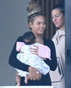 Beyonce and Jay Z's twins are seen for FIRST TIME as the couple relax in Miami with Blue Ivy – CaribbeanFever / FeverEyes 4 Beyonce, Beyonce Family, Beyonce Style, Beyonce Knowles Carter, Beyonce And Jay Z, Beyonce Coachella, Rihanna, King B, Blue Ivy Carter