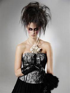 Crazy-Yet-Scary-Halloween-Hair-Ideas-For-Girls-Women-2013-2014-1.jpg 400×530 pixels