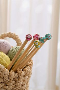 It is evident that I require more decorated and ornate knitting needles. Wool Shop, Yarn Shop, Crochet Motifs, Crochet Pattern, Love Crochet, Knit Crochet, Crochet Granny, Haberdashery, Stitch Markers