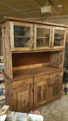 Custom buffett with hutch Pallet Crafts, Diy Pallet Projects, Home Projects, Woodworking Projects, Diy Pallet Furniture, Furniture Projects, Rustic Furniture, Antique Furniture, Outdoor Furniture
