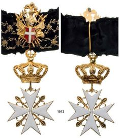Grand Cross of a Bailiff Grand Cross, Knight of Justice or a Knight of Honour and Devotion (Note the thorn embroidery on the ribbon denoting a Grand Cross). Knights Hospitaller, Knights Templar, Knights Of Honor, Noir Color, Military Decorations, Military Orders, Grand Cross, Templer, Military Insignia