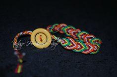friendship bracelet handmade (heart pattern) + closing with button // bracciale dell'amicizia (pattern a cuore) con chiusura a bottone colorato.