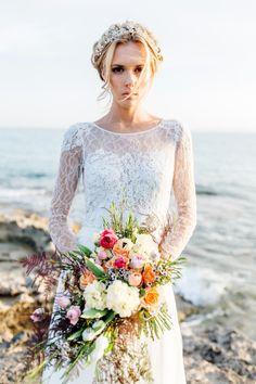 Styled Shooting: Romantischer Brautlook für eine Hochzeit mit Inselfeeling @Something Blue – Wedding Photography http://www.hochzeitswahn.de/inspirationsideen/styled-shooting-romantischer-brautlook-fuer-eine-hochzeit-mit-inselfeeling/ #bride #flowers #wedding