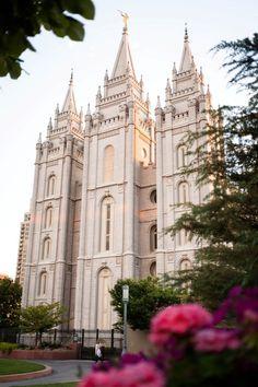 Salt Lake Temple, Utah - Places to explore Salt Lake Temple, Salt Lake City Utah, Mormon Temples, Lds Temples, Beautiful Buildings, Beautiful Places, Lds Youth, Temple Square, Temple Pictures