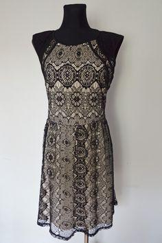 Koronkowa sukienka C