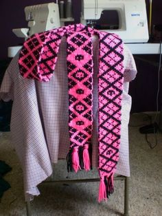 Pink/black argyle double knit scarf with Chart - KNITTING