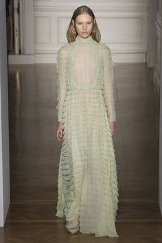 View the full Valentino Spring 2017 couture collection.