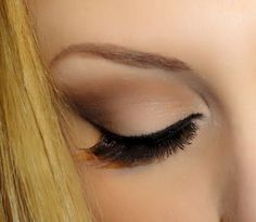 Pin-up look with the Naked palette.