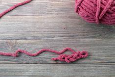 Finger Knitted Blanket Tutorial – Simply Edged Finger Knitting Blankets, Hand Knit Blanket, Arm Knitting, Crochet Blanket Patterns, Chunky Blanket, Knitting Stitches, Scarf Patterns, Afghan Crochet, Knitting Machine