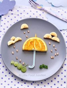 A whole lot of food art designs to make your kids smile, and hopefully eat their snacks. These incredible works of (food) art look too good to eat! Cute Snacks, Cute Food, Good Food, Funny Food, Food Art Lunch, Food Art For Kids, Kids Food Crafts, Children Food, Creative Food Art