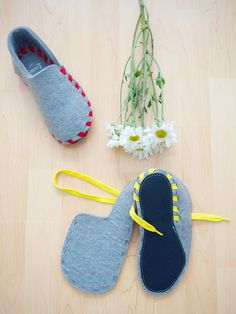Lasso Wool Slippers - The New Domestic, Pre-fab design smarts meets DIY do-it-yourself attitude! Constructed from a single grey natural wool felt attached to a leather sole, these slippers a. Old Sweater Diy, Sewing Hacks, Sewing Crafts, Felted Slippers, Sewing Slippers, Shoe Pattern, Baby Boots, Lace Making, Doll Shoes