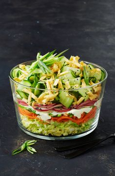 Layers of wombok cabbage, carrots and other fresh vegetables make this Asian shredded salad a vibrant centrepiece. Layers of wombok cabbage, carrots and other fresh vegetables make this Asian shredded salad a vibrant centrepiece. Healthy Salad Recipes, Vegetarian Recipes, Cooking Recipes, Cooking Tips, Crunchy Noodle Salad, Summer Salads, Summer Sangria, Nutrition, Vinegar