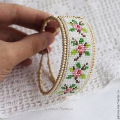I need to learn how to make one these ~~ - jewelry Bead Loom Bracelets, Beaded Bracelet Patterns, Bead Loom Patterns, Beading Patterns, Bead Jewellery, Seed Bead Jewelry, Bead Crochet, Beading Tutorials, Loom Beading