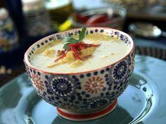 Sopa de Pollo con Elote | Te presentamos una deliciosa Sopa de Pollo con Elote, es perfecta para una tarde fría o para cuando necesitas una comida reconfortante. Vas a ver como al comer esta sencilla y deliciosa sopa de pollo, el sabor te recuerda a la sopa que te preparaba tu abuelita.
