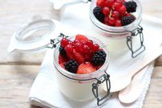 Op zoek naar een lekker, simpel en snel recept voor panna cotta? Dan ben je hier aan het juiste adres! Lekker met vers rood zomerfruit.