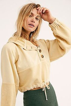 Raincoats For Women Seasons Refferal: 3923984689 Best Rain Jacket, Yellow Raincoat, Hooded Raincoat, Raincoats For Women, Cropped Hoodie, Lace Tops, Boho Outfits, What To Wear, Calvin Klein